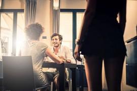 Nên làm gì khi chồng ngoại tình